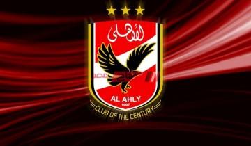 الأهلي يتسلم درع الدوري في ملعبه