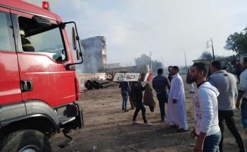 اخماد حريق هائل نشب في قطعة أرض محاطة بالاسوار بمنطقة أبوالريش