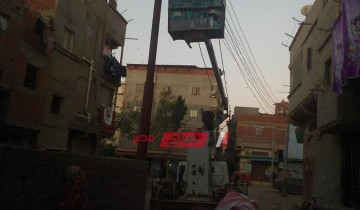 صيانة اعمدة الانارة المتهالكة بمدينة الرزقا بدمياط