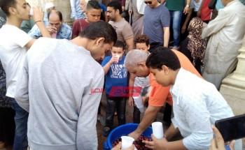 توزيع الشربات على المواطنين بالإسكندرية إحتفالاً بالمولد النبوي الشريف