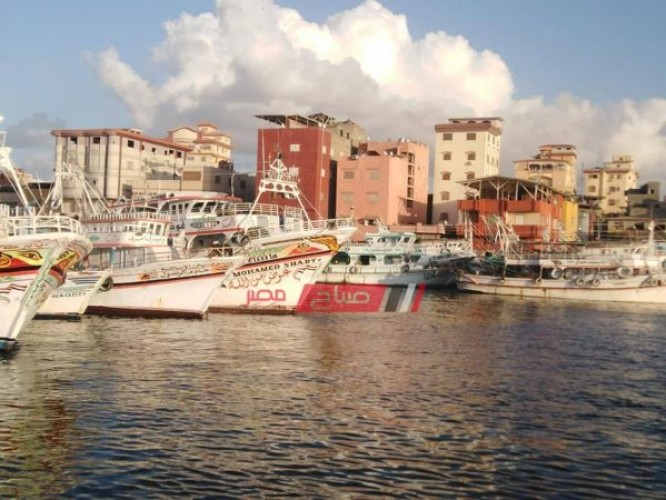 استئناف حركة الصيد في دمياط بعد تحسن حالة الطقس