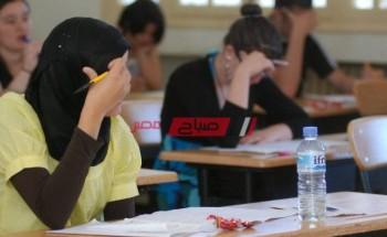 معلم يشرح طريقة الإلمام بمنهج الشهادة الثانوية العامة في أقل وأسرع وقت لتحصيل أعلى الدرجات – فيديو