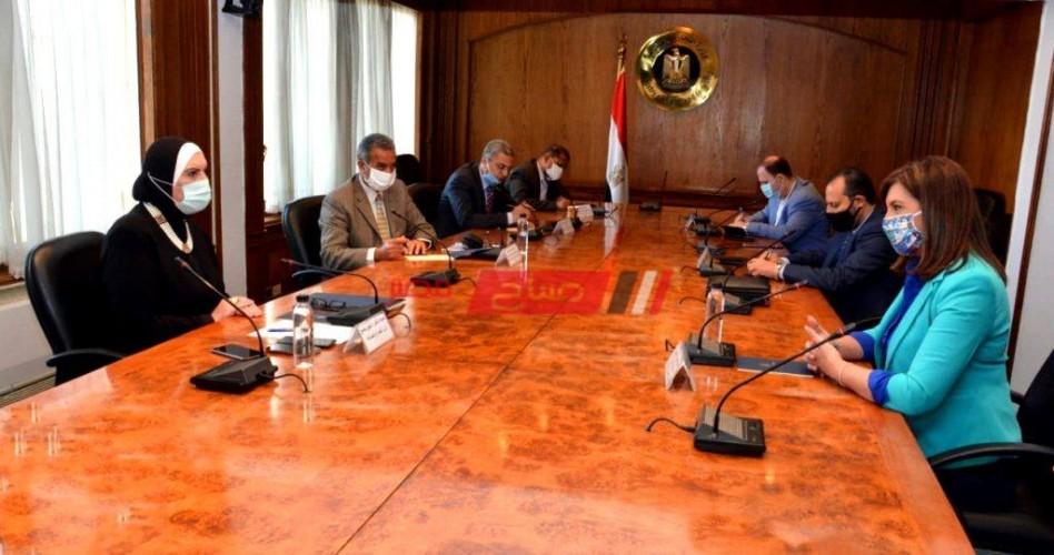 وزيرتا الصناعة و الهجرة تعلنان إتاحة فرص عمل لـ٢٣ مصرياً العائدين من ليبيا