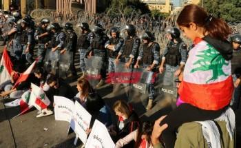 خروج المظاهرات في لبنان احتجاجا على قرارات السياسة المالية