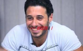 أحمد السعدني يعلق على تغطية الصحفيين لـ جنازة المشاهير والفنانين