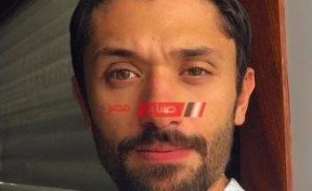 كريم محمود عبد العزيز يهنئ مني زكي علي التكريم