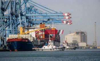 تداول 13 سفينة حاويات وبضائع عبر ميناء دمياط ووصول 20 الف طن ذرة
