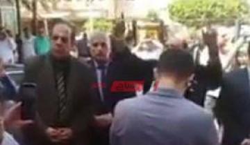 بالفيديو محامين دمياط ينظمون وقفة احتجاجية على تطبيق قانون القيمة المضافة على اتعاب المحاماه