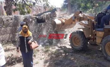 حملات الوحدات المحلية بالشرقية لإزالة البناء العشوائي وتنظيف الشوارع