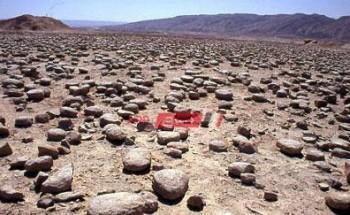 تفسير رؤية سقوط صخور من السماء في المنام