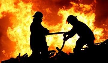 الحماية المدنية تسيطر على حريق هائل نشب بمصنع نفرتيتي بالعاشر من رمضان