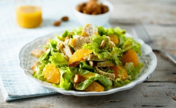 طريقة عمل سلطة صحية بـ البرتقال ومكعبات الدجاج المشوى بخطوات بسيطة على طريقة الشيف سالى فؤاد