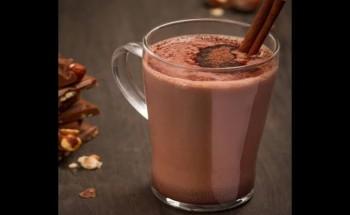 طريقة عمل مشروب الكاكاو باللبن والقرفة والمارشميللو علي طريقة الشيف نجلاء الشرشابي