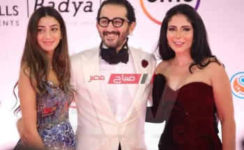 أحمد حلمي وزوجته وابنته يخطفون الأنظار علي الريد كاربت