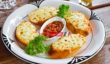 طريقة عمل الخبز الفرنسي المحمص بالثوم والجبن