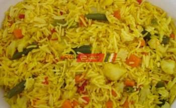 طريقة عمل الأرز الأصفر بالكارى والفلفل الألوان فى نصف ساعة على طريقة الشيف فاطمة ابو حاتى