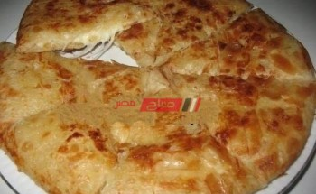 طريقة عمل فطيرة إقتصادية بحشوة الجبنة الكريمى بالزيتون والفلفل الألوان على طريقة الشيف فاطمة ابو حاتى