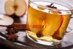 طريقة عمل مشروب التفاح الساخن بشرائح البرتقال والقرفة فى عشر دقائق على طريقة الشيف فاطمة ابو حاتى