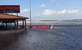 موجة الطقس السيئ في دمياط .. ارتفاع الأمواج وغرق إحدى شواطئ مدينة رأس البر