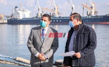 تداول 22 سفينة حاويات وبضائع عبر ميناء دمياط وتصدير 710 طن اسمنت