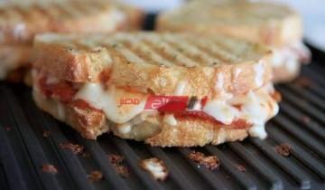 طريقة عمل ساندويتش بيتزا الببروني بأسهل طريقة