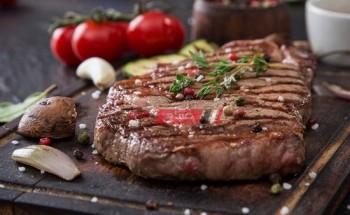 طريقة عمل أستيك اللحم بالزبدة والثوم