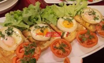طريقة عمل بيض عيون في حلقات البصل بالزبدة والجبن الشيدر والبقدونس لسحور رمضان 2021 للشيف منال العالم