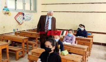 مدير تعليم الإسكندرية يتفقد لجان امتحانات الصف الخامس الابتدائي بإدارة المنتزه