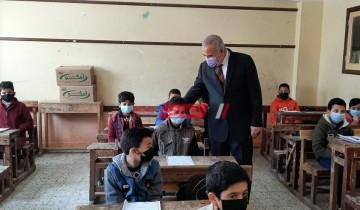 وكيل تعليم دمياط يتابع سير امتحانات النقل للمرحلة الابتدائية