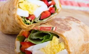 طريقة عمل ساندويتش تورتيلا الشوفان محشي بالبيض والخضروات