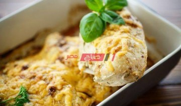 طريقة عمل الدجاج بصوص البشاميل والجبن الرومي لعزومات شهر رمضان 2021 بالخطوات والمقادير