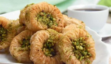 طريقة عمل حلوى اساور الست بالشيكولاتة من قائمة حلويات رمضان 2021 على طريقة الشيف فاطمة ابو حاتى