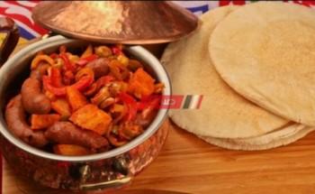طريقة عمل طاجن السجق بالبطاطس بطريقة سهلة وبسيطة من ضمن وصفات شهر رمضان ٢٠٢١