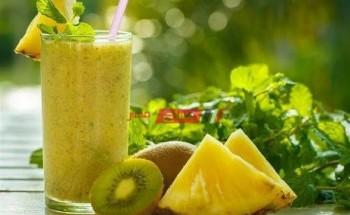 طريقة عمل عصير الأناناس بالكيوي والعسل أفضل العصائر الرمضانية في رمضان2021
