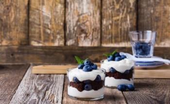 طريقة عمل كيك الكاسات البارد بطريقة سهلة ومكونات بسيطة لحلويات شهر رمضان ٢٠٢١