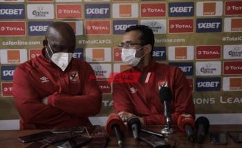موسيماني يتحدث مع لاعبي الأهلي عن مواجهة النصر