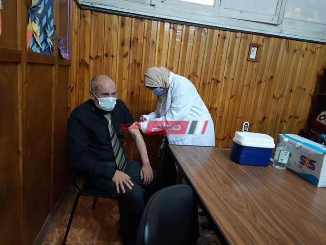 بالصور انتظام تطعيم مراقبي الثانوية العامة بلقاح فيروس كورونا في دمياط