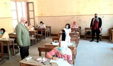 طلاب الشهادة الإعدادية يؤدون امتحان الهندسة اليوم دون شكوي من الأسئلة في الإسكندرية