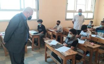 طلاب الشهادة الإعدادية يؤدون امتحان مادة العلوم في الإسكندرية