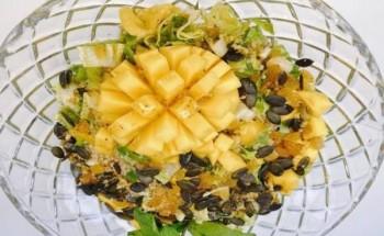 طريقة عمل سلطة الكينوا بالبصل الأخضر والمانجو والنعناع وزيت الزيتون والمستردة وخل التفاح علي طريقة الشيف منال العالم