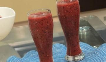 طريقة عمل عصير القراصيا والكركدية مع اللوز المنقوع في أقل من 3 دقائق