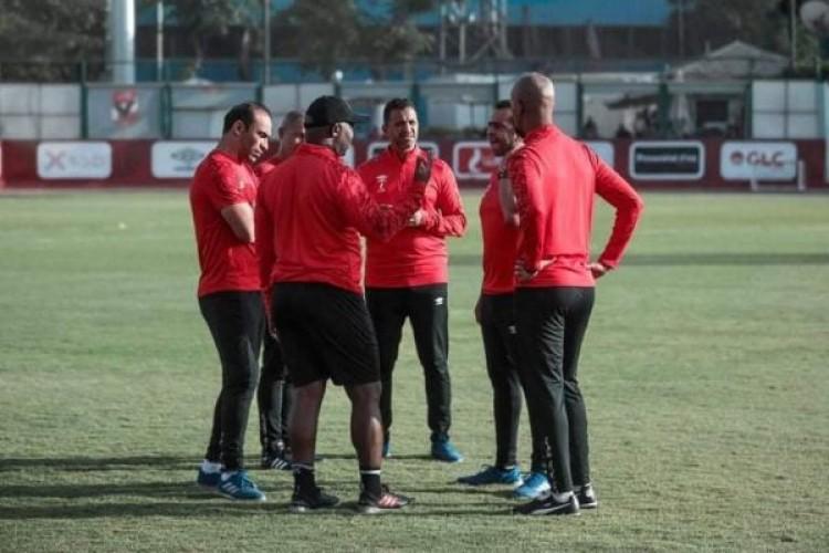 موسيماني يحاضر لاعبي الأهلي قبل المران الجماعي