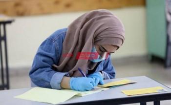 طلاب الثانوية العامة يشتكون من صعوبة امتحان الفيزياء في الإسكندرية