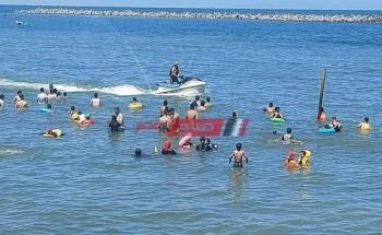 انقاذ 4 شباب من الغرق بينهم حالة خطيرة بأحد شواطئ مدينة رأس البر