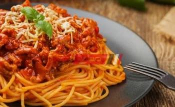 طريقة عمل صينية المعكرونه بصوص البولونيز بطعم شهي ولذيذ