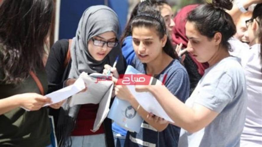 طلاب الثانوية العامة علمي رياضة يشتكون من صعوبة امتحان الجبر والفراغية في الإسكندرية