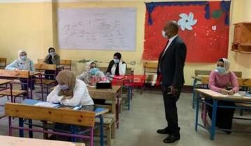 طلاب الثانوية العامة ينتهون من اداء امتحان اللغة الإنجليزية
