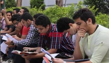 طلاب الثانوية العامة يشتكون من صعوبة امتحان الديناميكا وضيق الوقت
