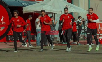 موسيماني يحاضر ثنائي حراس الأهلي قبل مباراة البنك