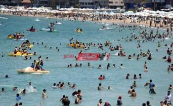 استمرار ارتفاع موج البحر في بعض شواطئ الإسكندرية بسبب نشاط الرياح